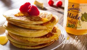 Pancacke allo yogurt e miele di tiglio